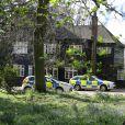 Les officiers de la police scientifique ont inspecté la maison de Peaches Geldof, où elle a été retrouvée morte la veille, le 8 avril 2014. La propriété, située à Wrotham dans le Kent, semble avoir été abandonnée depuis par Tom Cohen, l'époux de Peaches, et leurs deux fils.
