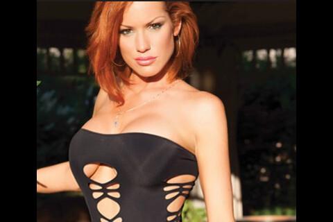 Anne-Krystel (Secret Story 4) : La bombe rouquine se dénude pour ses bikinis !