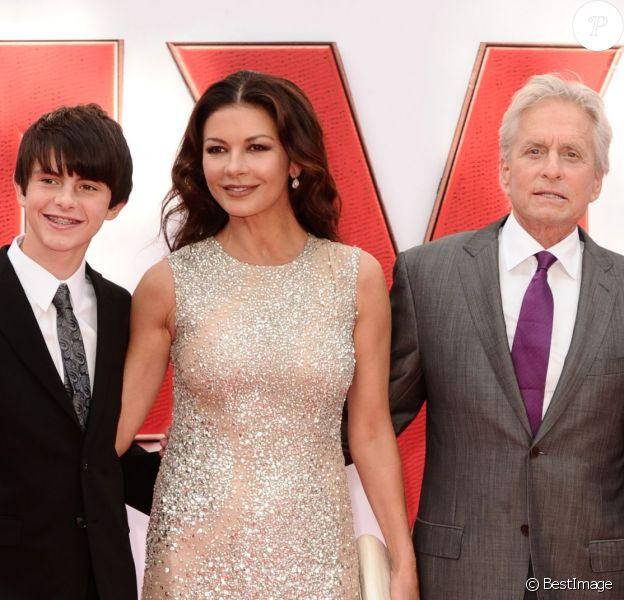 """Catherine Zeta Jones, Michael Douglas et leurs enfants Dylan et Carys - Première du film """"The Ant-Man"""" à Londres, le 8 juillet 2015"""