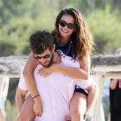 Nina Dobrev à Saint-Tropez : Séjour de rêve, collée à son nouveau chéri