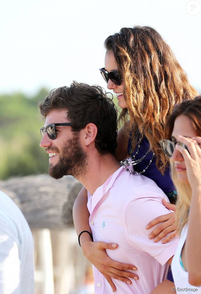 stowell divorced singles Austin stowell biography with personal life (affair, girlfriend , gay), married info a collection of facts with age, height.