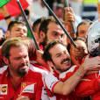 Race winner Sebastian Vettel et son écurie de la Scuderia Ferrari après sa victoire au Grand Prix de Hongrie, le 26 juillet 2015 à Mogyoród