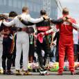 Les pilotes rassemblés autour du casque de Jules Bianchi lors de l'hommage qui lui était rendu au Grand Prix de Hongrie, le 26 juillet 2015 à Mogyoród