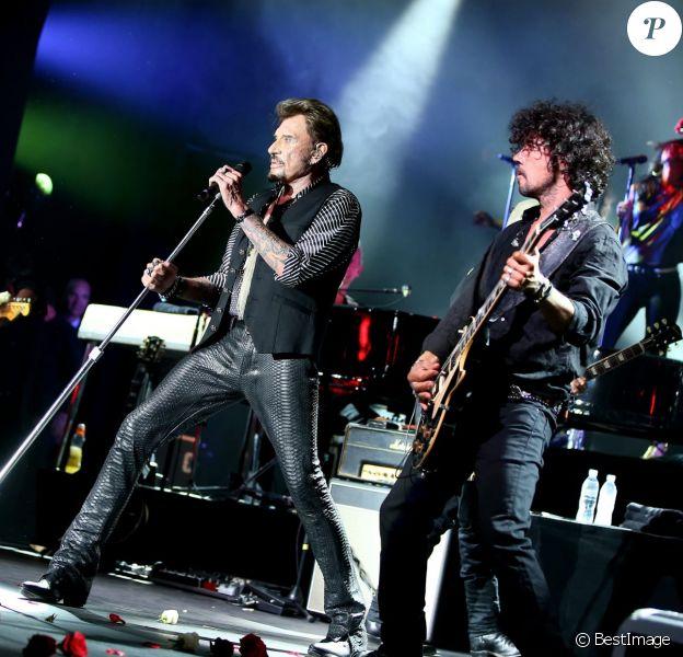 Photo Exclusive - Johnny Hallyday en concert au Sporting Monte Carlo à Monaco, les 28 et 29 juillet 2015. Ici accompagné à la guitare par son directeur muscial Yarol Poupaud.