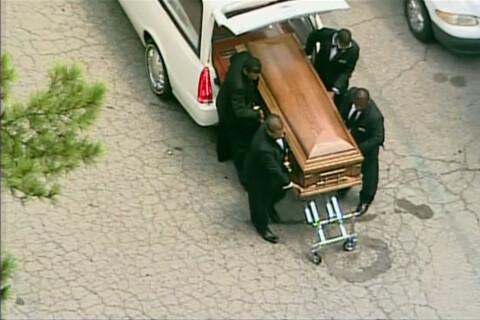 Obsèques de Bobbi Kristina : Sa famille se déchire...