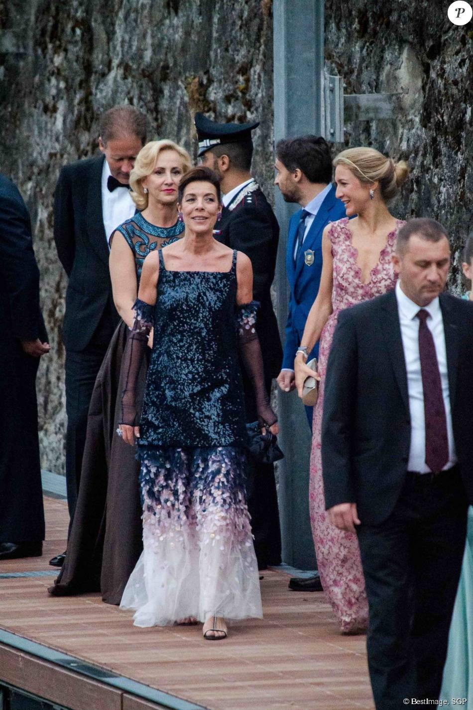 La princesse caroline de hanovre et guests arriv es pour for Code de robe de mariage de palais de justice