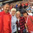 Megan Rapinoe (centre gauche, photo de son compte Instagram), star de l'équipe américaine de football, et sa compagne la chanteuse Sera Cahoone (à droite) se sont fiancées début août 2015.