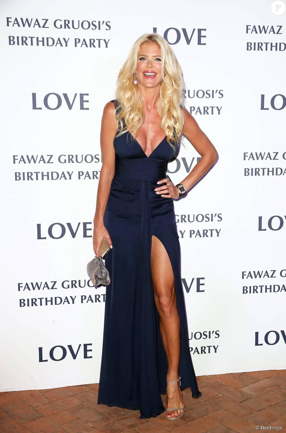 """Victoria Silvstedt - Soirée d'anniversaire """"Love"""" pour les 63 ans de Fawaz Gruosi à l'hôtel Cala di Volpe à Porto Cervo, le 9 août 2015."""