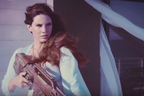 Lana Del Rey sort les armes dans High by the beach, harcelée par les paparazzi