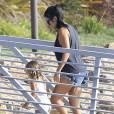 Kourtney Kardashian emmène ses enfants Mason et Penelope faire un tour de bateau puis une promenade avec des amis à Los Angeles, le 15 août 2015.