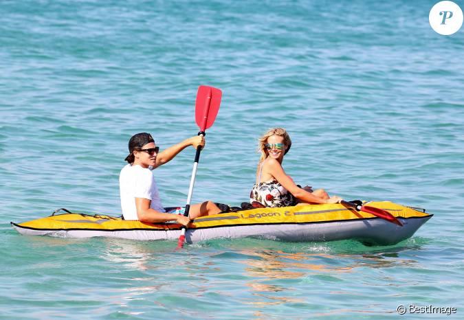 Heidi klum et vito schnabel regagnent leur bateau en cano pneumatique apr s - Bateau pneumatique enfant ...