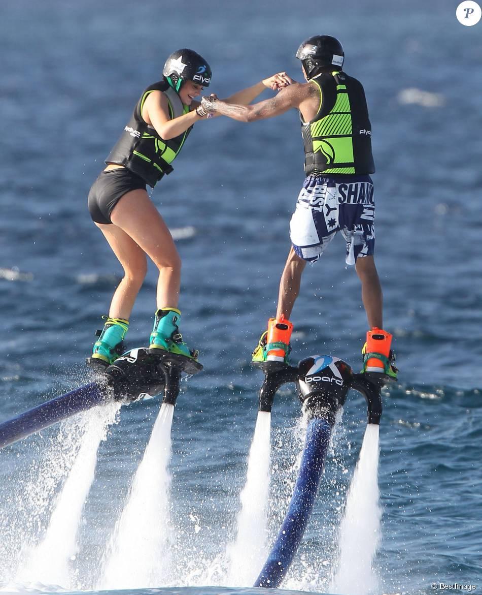 Kylie Jenner et Tyga font du jetlev à Saint-Barthélemy. Le 19 août 2015.