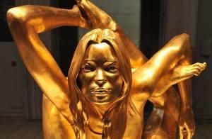 REPORTAGE PHOTOS : Kate Moss nue et... très chère !