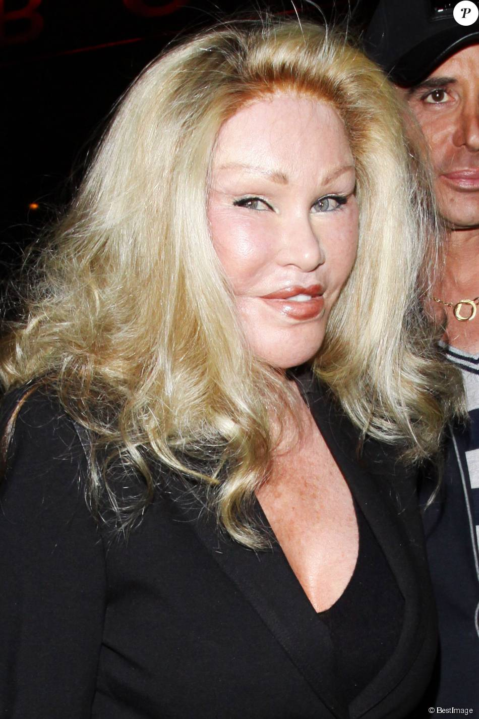 Jocelyn Wildenstein à la sortie du Boa Steakhouse à Los Angeles le 9 avril 2011