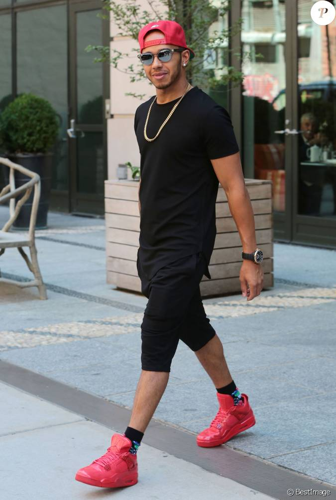 lewis hamilton quitte un d fil de mode homme new york le 16 juillet 2015. Black Bedroom Furniture Sets. Home Design Ideas