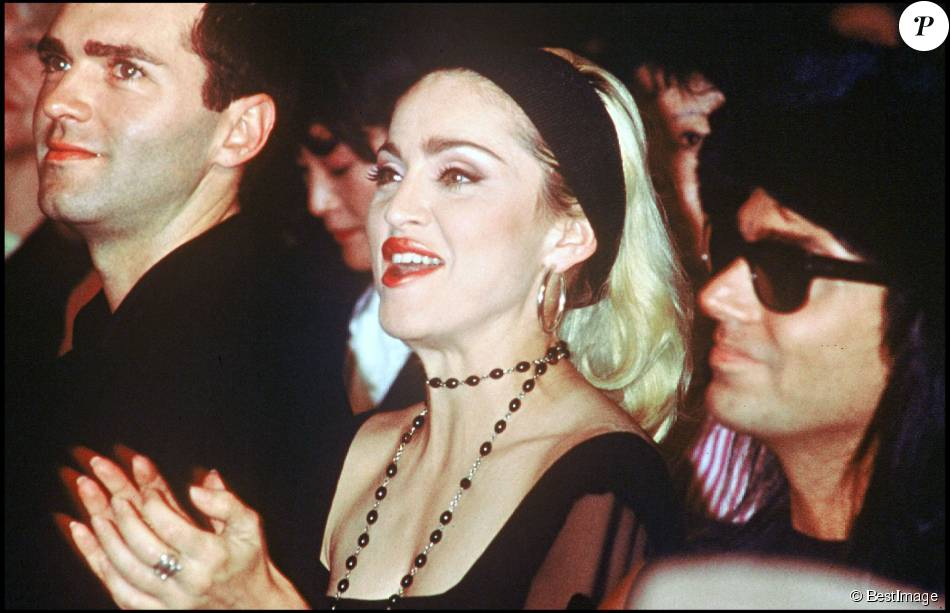 Madonna et Christopher Ciccone au défilé Jean Paul Gaultier à Paris, le 19 octobre 1990.