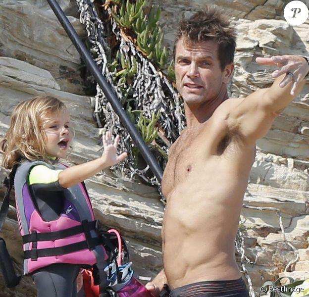Exclusif - L'acteur David Chokachi (Alerte à Malibu) avec sa femme Susan Brubaker et leur fille sur la plage de Malibu le 22 août 2015.