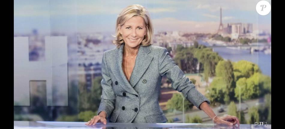 Claire Chazal, sur le plateau du JT de TF1.