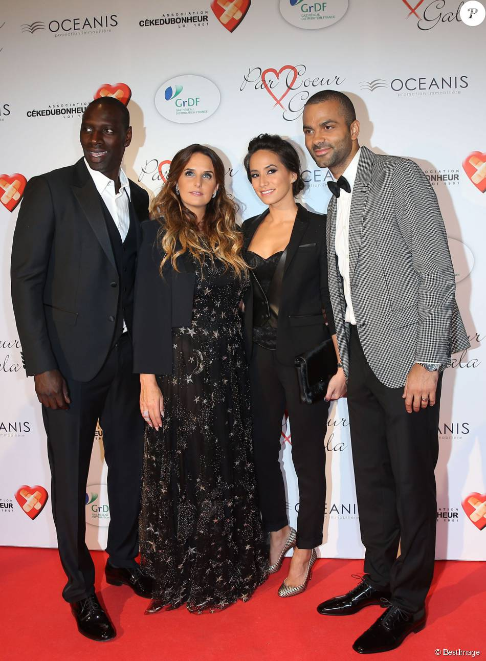 omar sy et sa femme h l ne tony parker et sa femme axelle francine lors du par coeur gala pour. Black Bedroom Furniture Sets. Home Design Ideas
