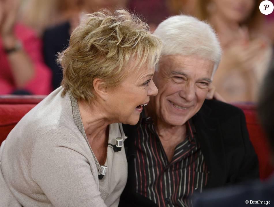 """Muriel Robin et Guy Bedos, complices - Enregistrement de l'émission """"Vivement Dimanche"""" à Paris le 23 Septembre 2015 et qui sera diffusée le 27 Septembre 2015."""