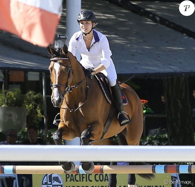Kaley Cuoco participe à une compétition de jumping à Los Angeles Le 26 Septembre 2015