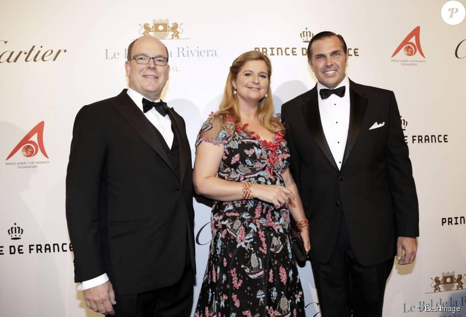 Le prince Albert II de Monaco avec le prince Charles-Philippe d'Orléans et sa femme Diana, duchesse de Cadaval, lors de leur traditionnel Bal de la Riviera à Estoril le 27 septembre 2015 au profit de la Fondation Prince Albert II de Monaco pour l'environnement et les océans.