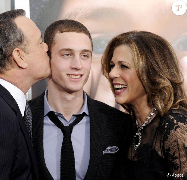 Tom Hanks et Rita Wilson avec leur fils Chet Hanks à New York le 15 décembre 2011.