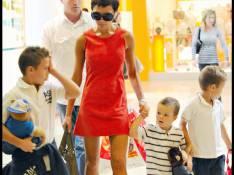 REPORTAGE PHOTOS : Victoria Beckham magnifique et ses trois fils... shopping joujoux à L.A. ! (réactualisé)