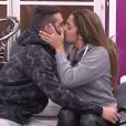 Loïc et Coralie s'embrassent sur la bouche - Secret Story 9, quotidienne du 6 octobre 2015 sur NT1.
