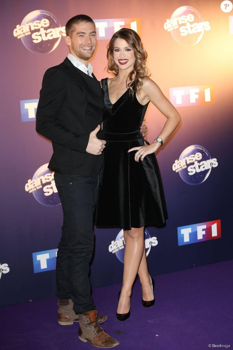 EnjoyPhoenix (Marie Lopez) et Yann-Alrick Mortreuil-Henry, complices - Photocall Danse avec les stars 6 devant TF1 à Boulogne-Billancourt, le 7 octobre 2015.