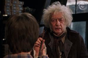 John Hurt (Harry Potter) : Le vendeur de baguettes guéri de son cancer !