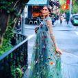 """Alexa Chung, sublime en Valentino, en route pour le vernissage de l'exposition """"BVLGARI & ROME: Eternal Inspiration"""" à la boutique Bulgari de New York, le 14 octobre 2015."""