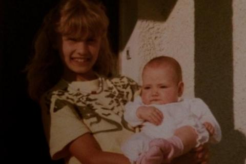 Alexandra Lamy : Photo d'enfance craquante avec sa soeur Audrey bébé