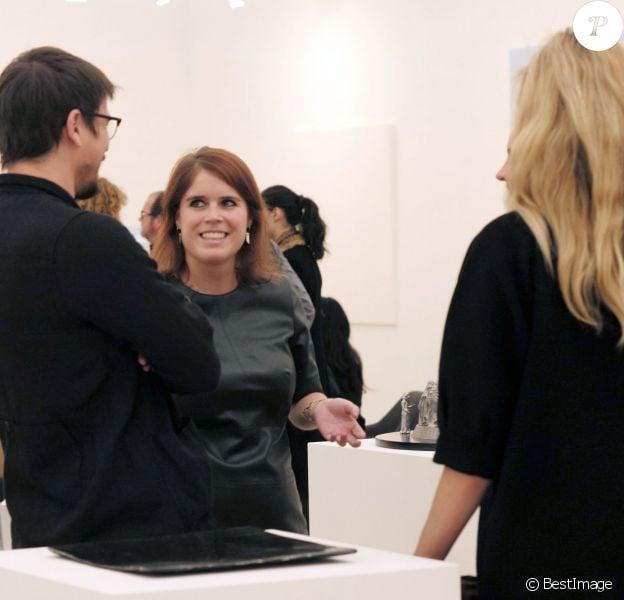 La princesse Eugenie d'York a pu présenter le stand de la galerie d'art Hauther & Wirth, dont elle est la directrice associée, à Josh Hartnett et sa compagne Tamsin Egerton, enceinte de leur premier enfant, au vernissage du salon d'art contemporain Frieze Art Fair le 13 octobre 2015 à Regent's Park, à Londres.