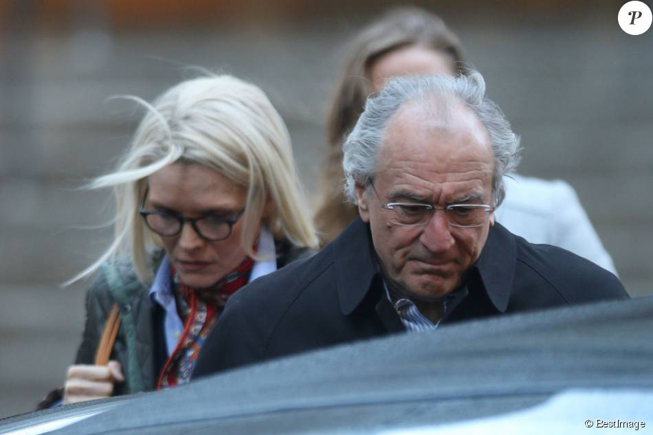 "Robert De Niro et Michelle Pfeiffer, dans la peau de Ruth et Bernard Madoff, sur le tournage de ""The Wizard of Lies"" à New York le 12 octobre 2015"