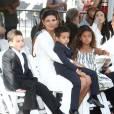 Paloma Jimenez et ses enfants devant le TCL Chinese Theater de Hollywood, le 1er avril 2015