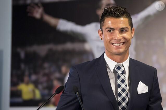 Cristiano Ronaldo lors de l'hommage rendu par le Real Madrid après qu'il soit devenu le meilleur buteur de l'histoire du club, au Santiago Bernabeu de Madrid, le 2 octobre 2015