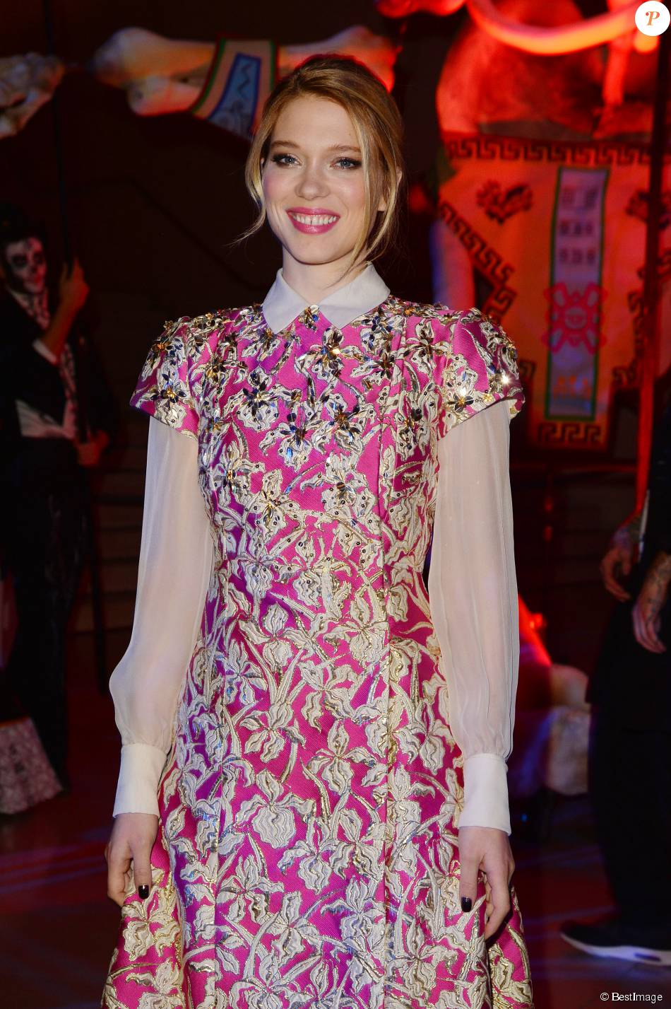Léa Seydoux (robe Schiaparelli) rayonnante lors de l\'after-party ...