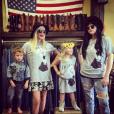 Tori Spelling fait les boutiques avec Hattie et Finn / photo postée sur le compte Instagram de l'actrice.