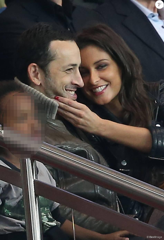 Michaël Cohen, son fils Sirafel et sa compagne Malika Ménard dans les tribunes du Parc des Princes lors de la rencontre entre le Paris Saint-Germain et Toulouse, le 7 novembre 2015 à Paris