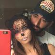 Nabilla déguisée en Cat Woman pour Halloween, au côté de Thomas Vergara, le 31 octobre 2015.