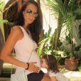 Jade Foret, enceinte de son troisième enfant, et sa fille Liva, en vacances en octobre 2015.