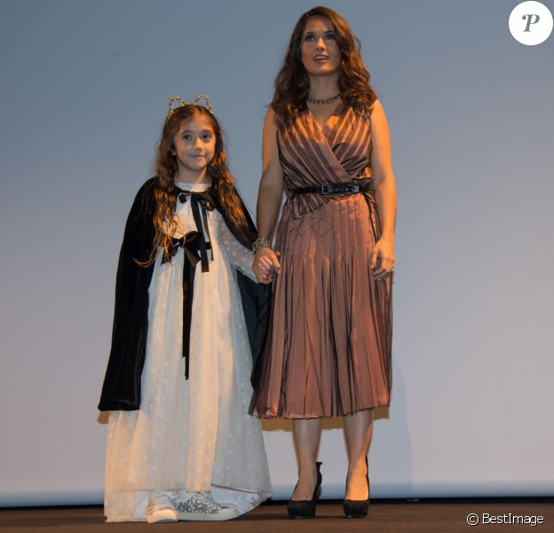 """Exclusif - Salma Hayek et sa fille Valentina Paloma Pinault - Intérieur lors de l'avant-première du film """"Le Prophète"""" à l'Institut du monde arabe à Paris, le 30 novembre 2015."""