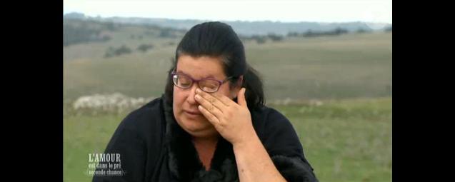 Marylin, en larmes, dans  L'amour est dans le pré - seconde chance , le lundi 7 décembre 2015 sur M6.