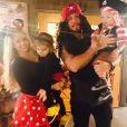 Chris Carney et Tiffany Thornton ainsi que leurs deux enfants / photo postée sur Instagram, le 31 octobre 2015