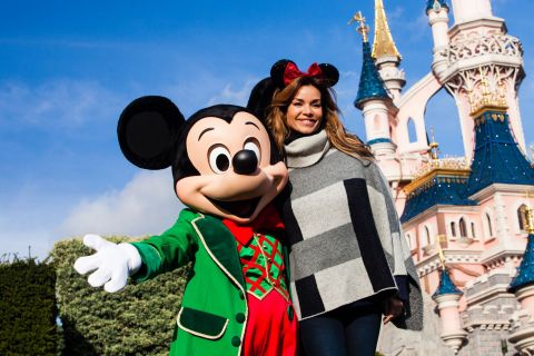 Ingrid Chauvin et Leïla Bekhti fêtent Noël avec Mickey à Disneyland Paris !