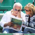 Dominique Strauss Kahn et sa compagne Myriam L'Aouffir dans les tribunes du tournoi de Roland-Garros, le 30 mai 2015.