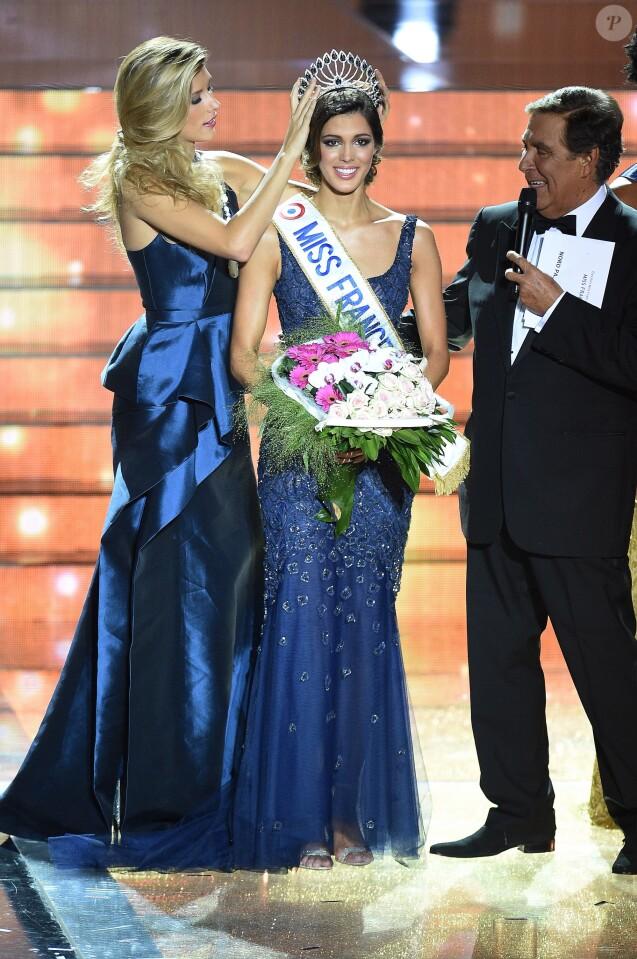 Iris Mittenaere sacrée, lors de l'élection de Miss France 2016, le samedi 19 décembre 2015 au Zénith de Lille.