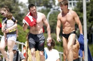 Hugh Jackman, tout en muscles et complicité avec son BFF en vacances