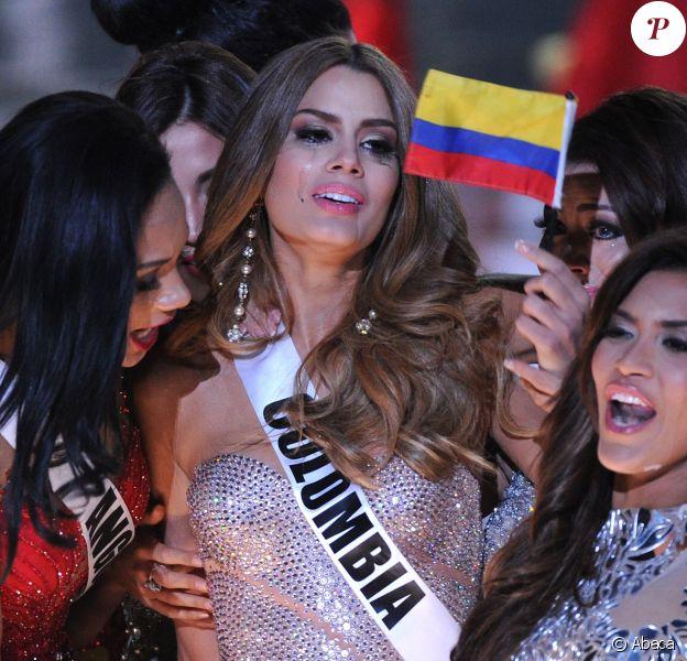 Miss Colombie 2015, Ariadna Gutierrez le soir de l'élection de Miss Univers à Las Vegas , le 20 décembre 2015. Une cérémonie marquée par une énorme bourde télévisée en direct, le présentateur de la cérémonie, l'acteur, humoriste et animateur Steve Harvey, a mal lu la fiche qui donnait le nom de la gagnante et a annoncé par erreur que Miss Colombie, Ariadna Gutierrez, avait été élue Miss Univers.